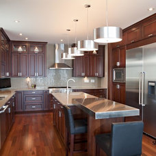 Traditional Kitchen by Studio 2.0 Interior Design Consultants