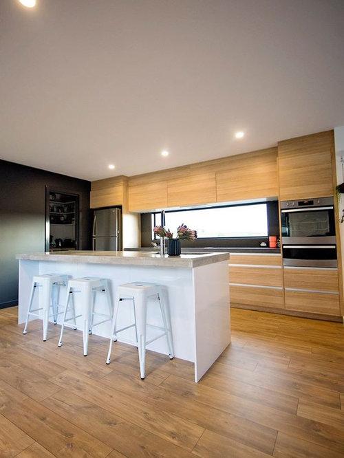 k chen mit schwarzer k chenr ckwand und lamellenschr nken. Black Bedroom Furniture Sets. Home Design Ideas