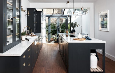 7 Reasons to Choose Dark Kitchen Cabinets