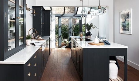 7 Reasons to Choose Dark Kitchen Cabinetry