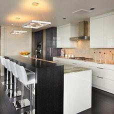 Modern Kitchen by OTM Designs & Remodeling Inc.