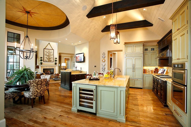 Traditional Kitchen by ID Studio Interiors