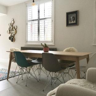他の地域の中サイズのエクレクティックスタイルのおしゃれなキッチン (エプロンフロントシンク、シェーカースタイル扉のキャビネット、グレーのキャビネット、大理石カウンター、ピンクのキッチンパネル、セメントタイルのキッチンパネル、シルバーの調理設備の、セラミックタイルの床、ベージュの床) の写真