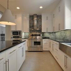Modern Kitchen by Gossett Jones Homes