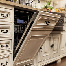 Traditional Kitchen by Linly Designs