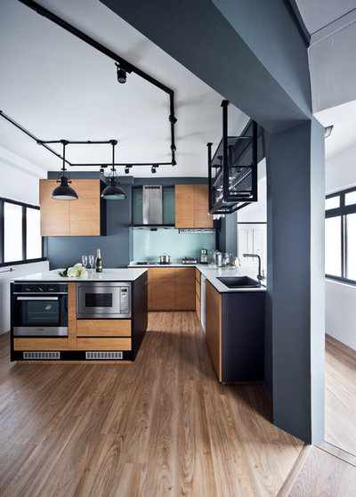 Industrial Kitchen by DISTINCTidENTITY Pte Ltd