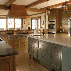 Traditional Kitchen by East End Country Kitchens