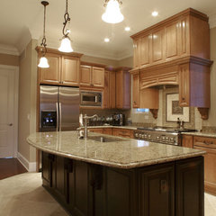 traditional kitchen by Echelon Custom Homes