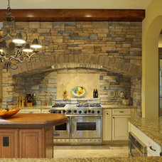 Mediterranean Kitchen by Echelon Custom Homes