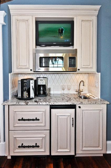 rustic kitchen by Echelon Custom Homes