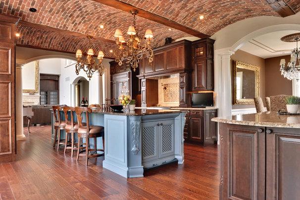 Mediterranean Kitchen by Echelon Custom Homes