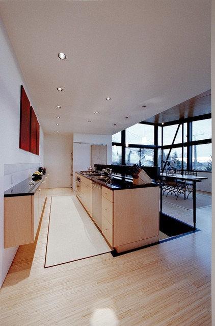 Modern Kitchen by Eggleston Farkas Architects