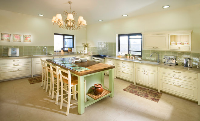 Traditional Kitchen by Elad Gonen