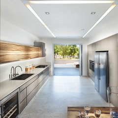 contemporary kitchen by Elad Gonen & Zeev Beech