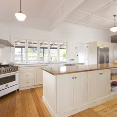 traditional kitchen by Lee Hardcastle