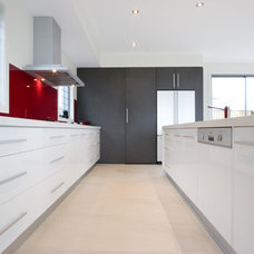 Modern Kitchen by Lee Hardcastle