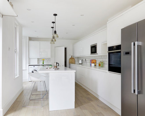 Inspiration For A Modern L Shaped Kitchen In London With Flat Panel Cabinets