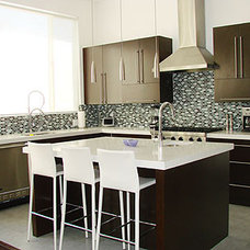 Modern Kitchen by THE KITCHEN FACTORY