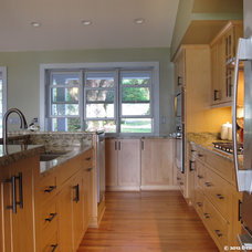 Traditional Kitchen by Design Freedom, inc.