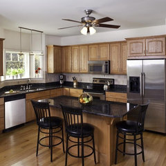 traditional kitchen by Forum Phi