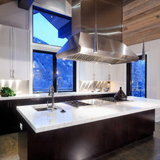 rustic kitchen by Forum Phi Architecture & Interiors