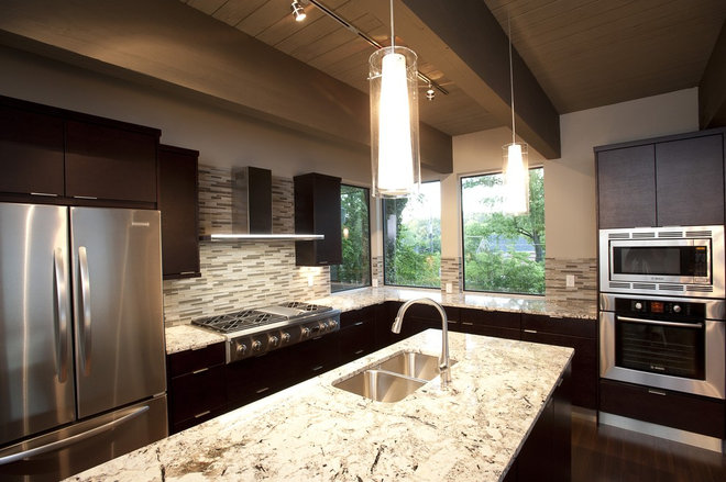 Modern Kitchen by FrontPorch