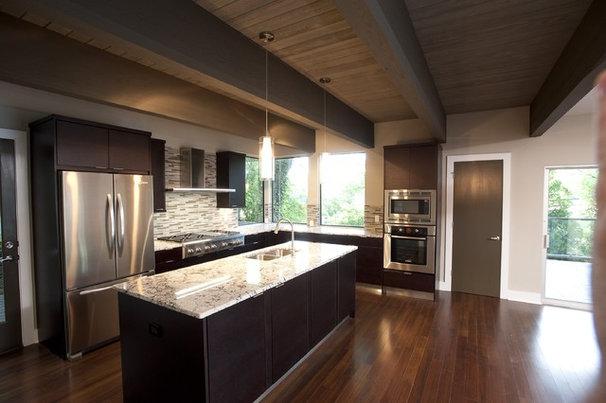 Modern Kitchen by FrontPorch