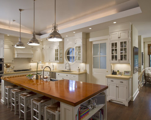 Lighting kitchen design ideas renovations photos with for Traditional kitchen pendant lights