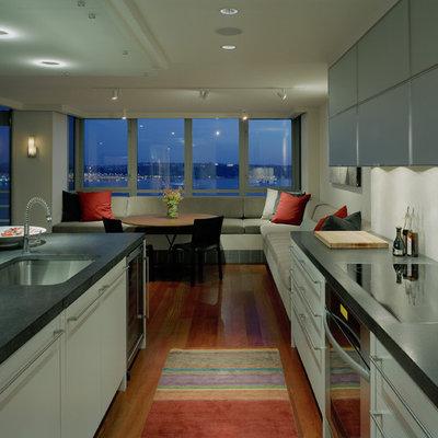 Trendy kitchen photo in Seattle with an undermount sink
