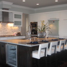 Modern Kitchen by Grainda Builders, Inc.