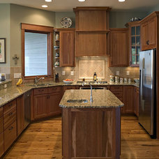 Craftsman Kitchen by Grainda Builders, Inc.