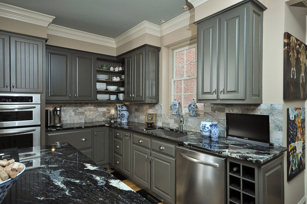 Traditional Kitchen by Dreammaker Bath & Kitchen