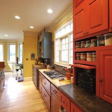 Traditional Kitchen by Green House Renovation Atlanta, LLC