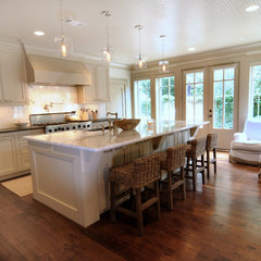 traditional kitchen by Greymark Construction Company