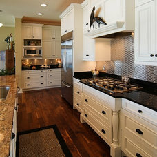 Beach Style Kitchen by Griggs & Co. Homes Inc.
