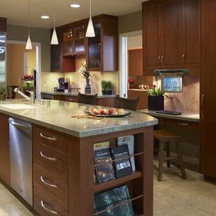 Idéer för att renovera ett orientaliskt kök, med skåp i mörkt trä, beige stänkskydd, rostfria vitvaror och granitbänkskiva