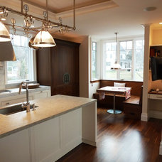 Traditional Kitchen by HC Design