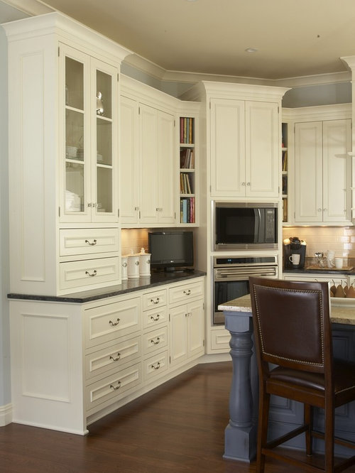 Example of a classic kitchen design in Minneapolis