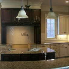 Traditional Kitchen by Hickman Construction Company, Inc.