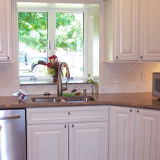 Traditional Kitchen by House of Ficek