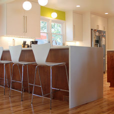 Midcentury Kitchen by Hundt Architecture