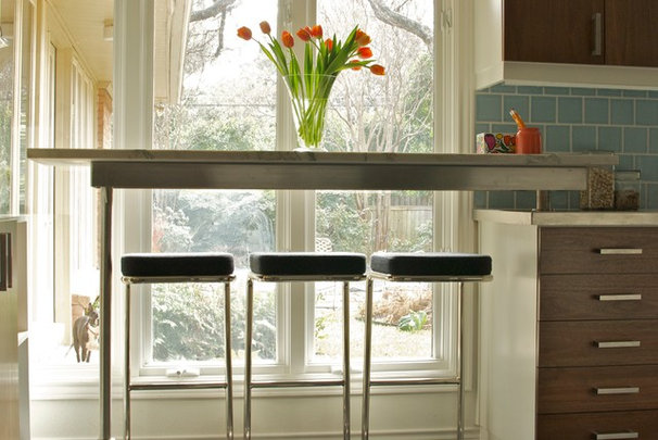 Great solutions for low kitchen windowsills for Kitchen window bar ideas
