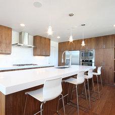Modern Kitchen by InHaus Development Ltd
