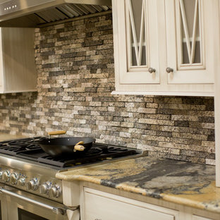 This is an example of a traditional kitchen in Houston.