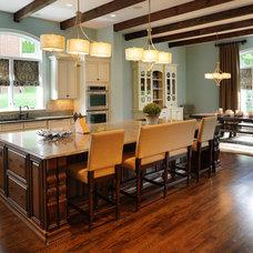 Traditional Kitchen Kitchen Island