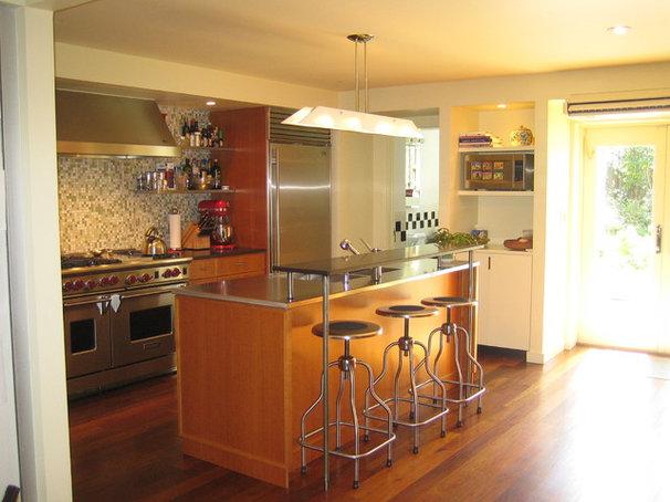 Contemporary Kitchen by Neuhaus Design Architecture, P.C.