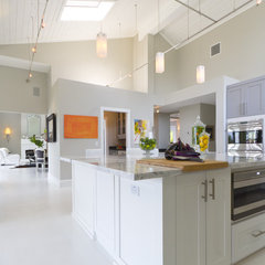contemporary kitchen by Hobus Homes