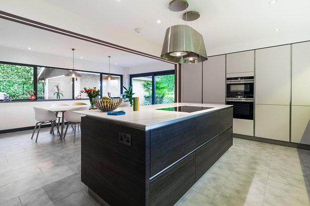 Modern Kitchen by LWK London Kitchens