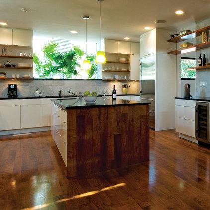 Modern Kitchen by Jobe Corral Architects