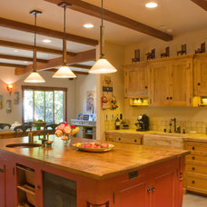 Traditional Kitchen by Jochum Architects